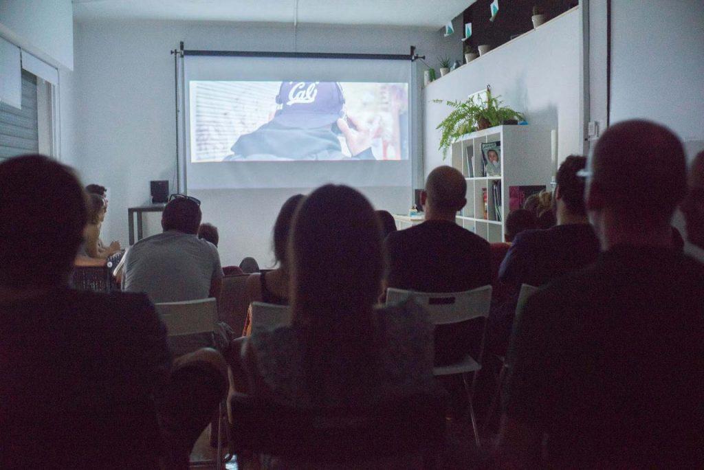 Deriva escuela de fotografía en Granada proyecciones audiovisuales en el espacio de Ínsula Sur